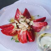 Ensalada de tomates corazón de buey con bonito del Cantábrico
